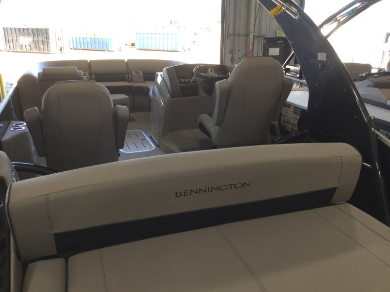 2021 Bennington boat for sale, model of the boat is 23 LXSBA - Cladded Sport Arch & Image # 4 of 11