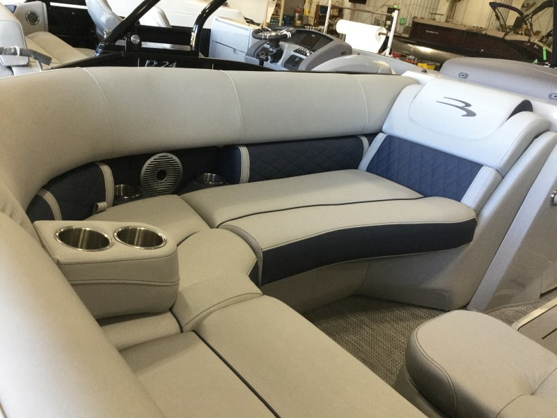 2021 Bennington boat for sale, model of the boat is 23 LXSBA - Cladded Sport Arch & Image # 9 of 11