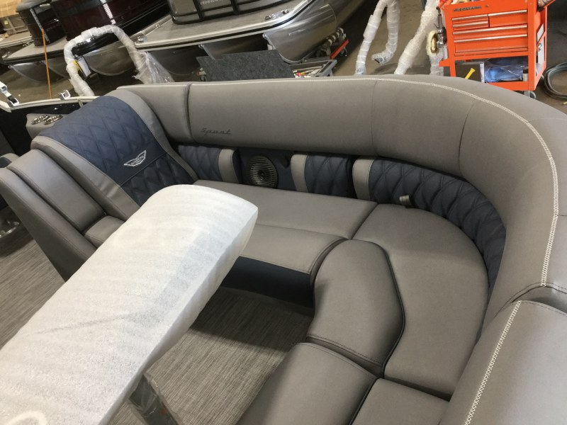 2021 Bennington boat for sale, model of the boat is 23 RFB & Image # 4 of 13