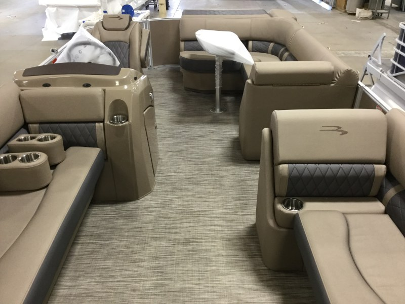 2021 Bennington boat for sale, model of the boat is 21 LL & Image # 8 of 13