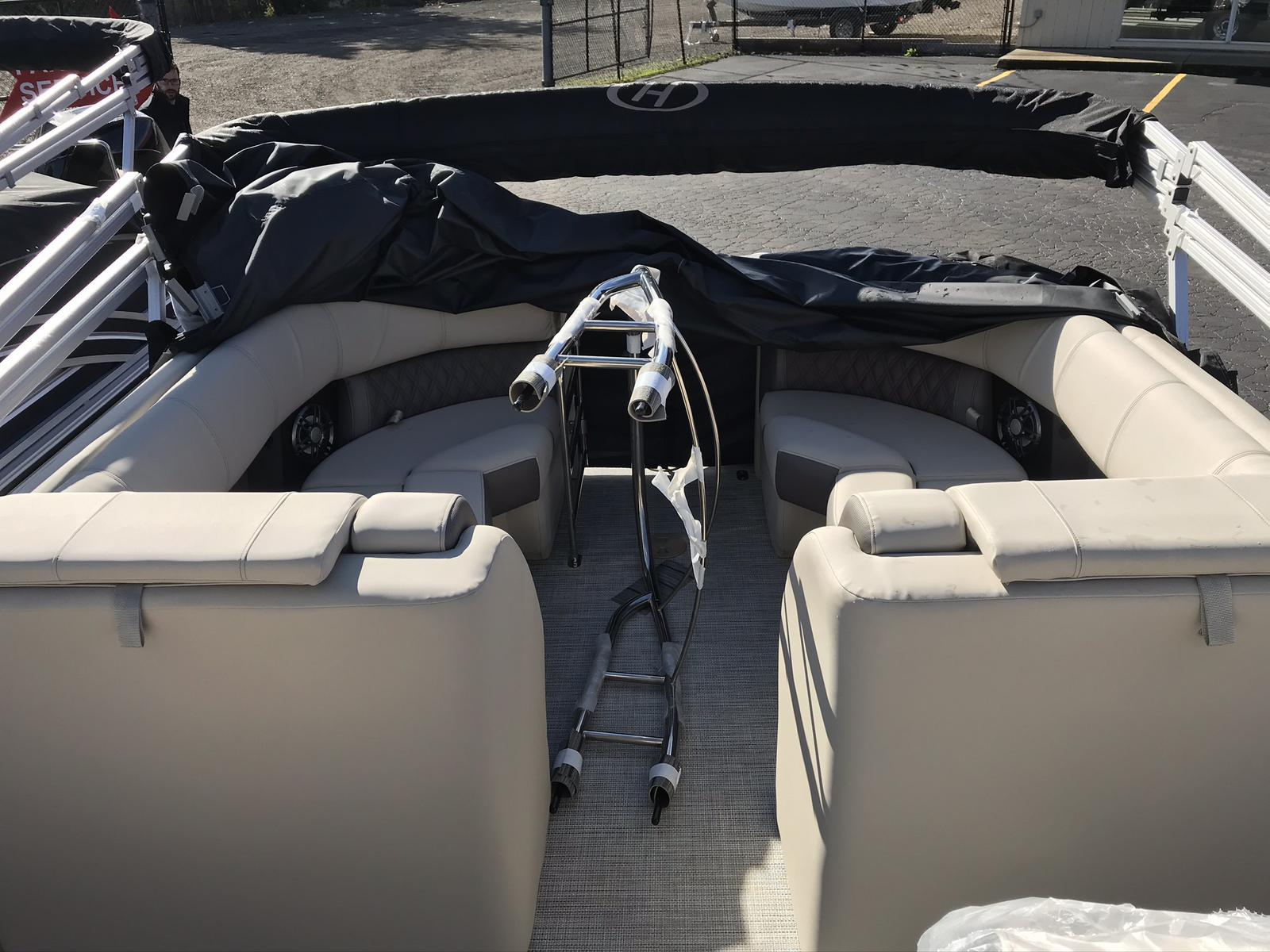 2021 Harris boat for sale, model of the boat is Solstice 230 & Image # 8 of 12