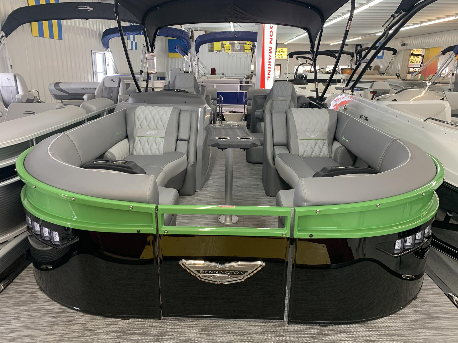 2021 Bennington boat for sale, model of the boat is 23 RXFB & Image # 2 of 19