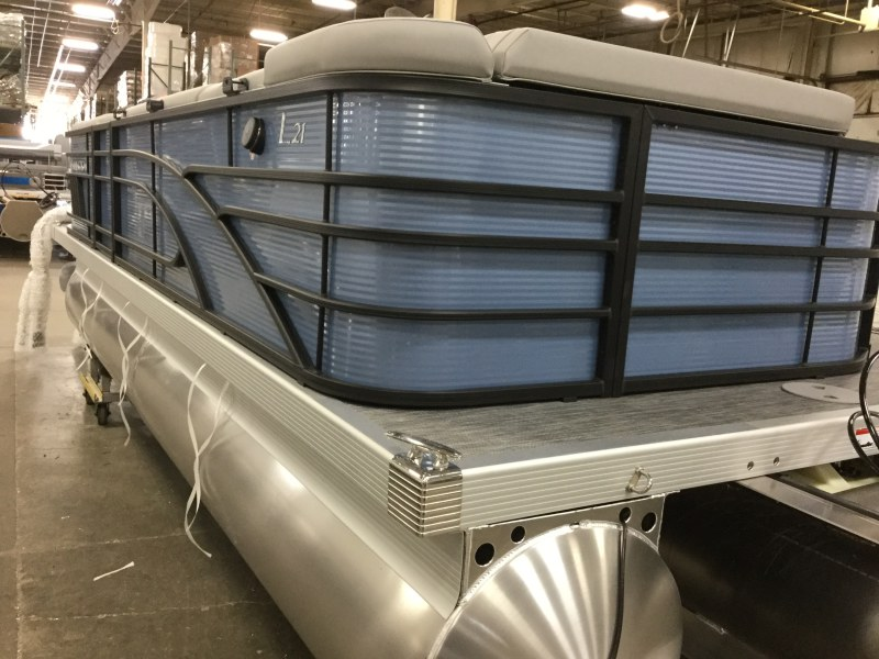 2021 Bennington boat for sale, model of the boat is 21 LL & Image # 2 of 9