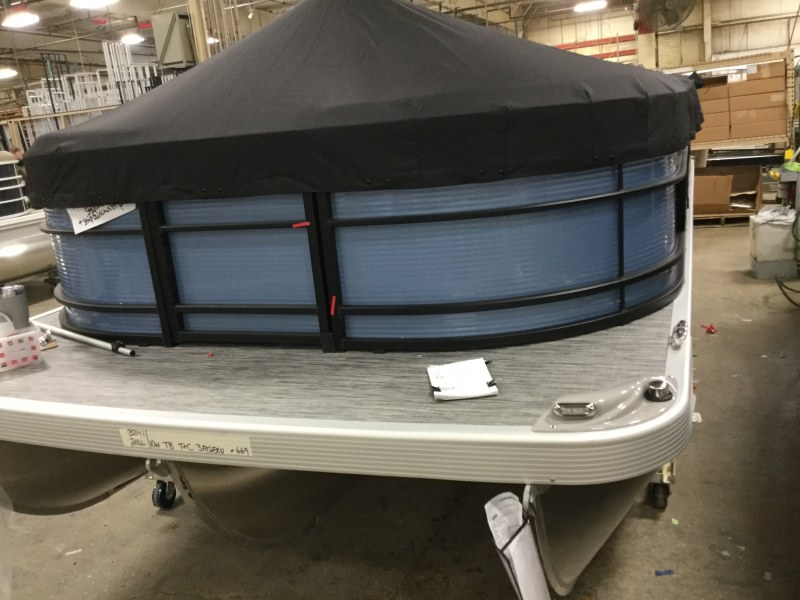 2021 Bennington boat for sale, model of the boat is 21 LL & Image # 7 of 9