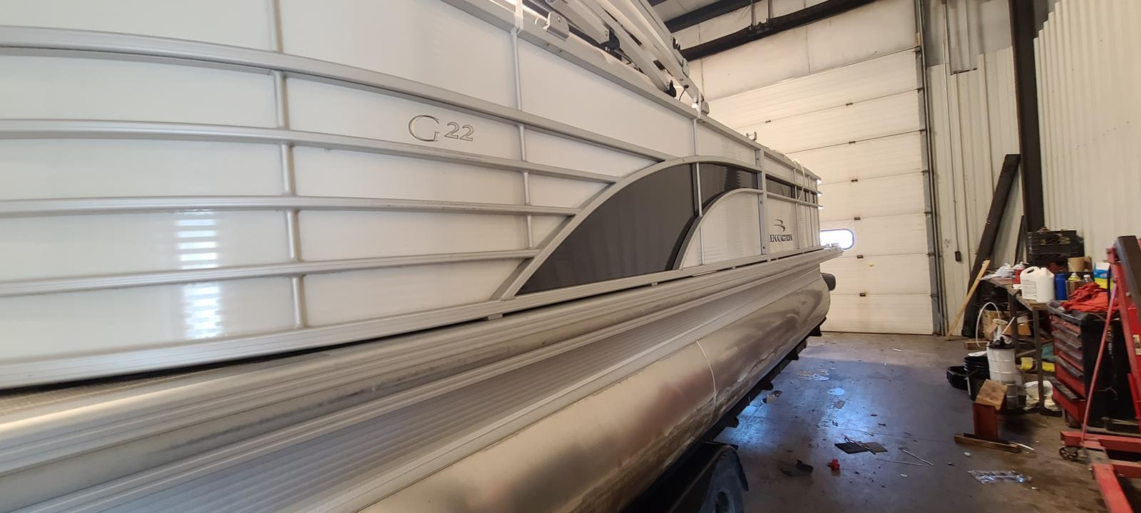 2016 Bennington boat for sale, model of the boat is 2250 GSR & Image # 4 of 6