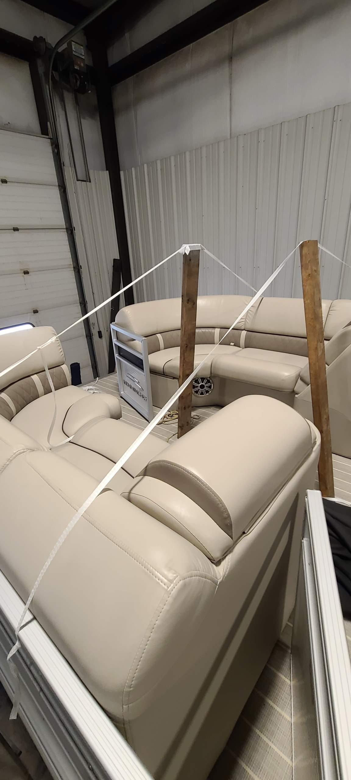 2016 Bennington boat for sale, model of the boat is 2250 GSR & Image # 5 of 6
