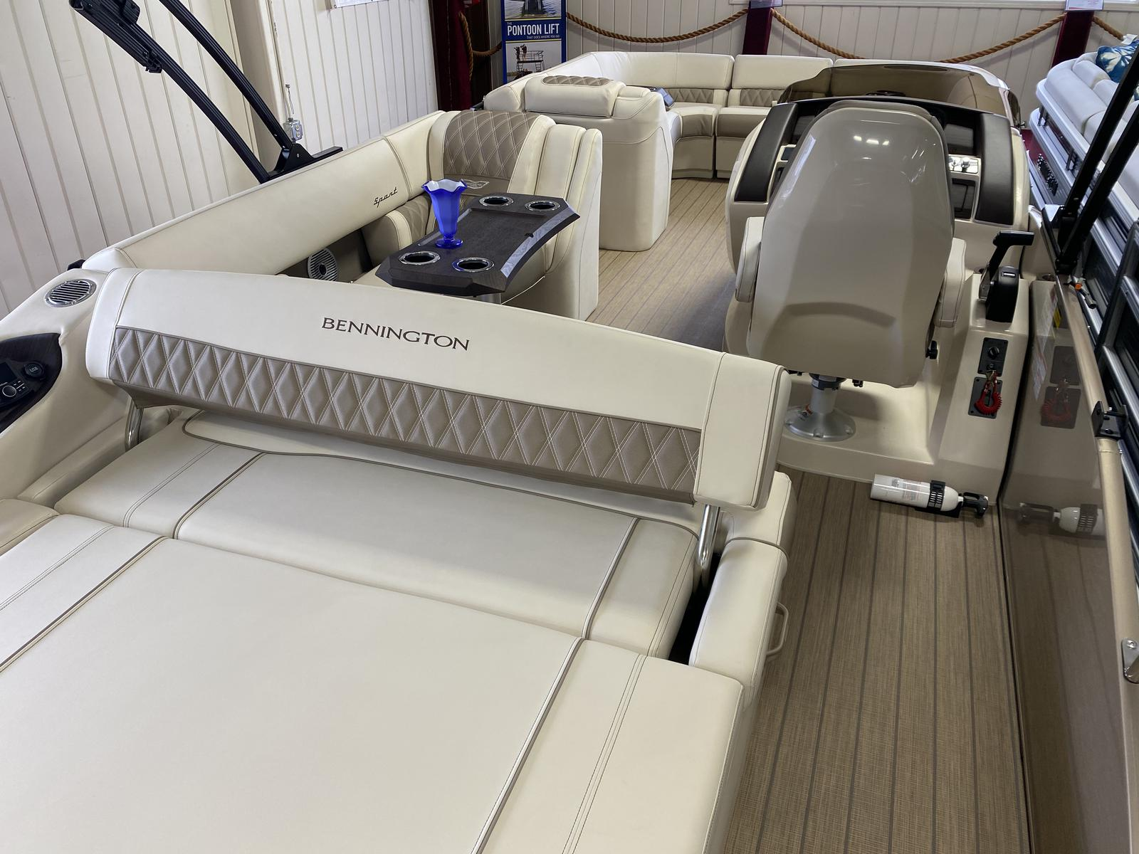 2021 Bennington boat for sale, model of the boat is 23 RXSB & Image # 4 of 7