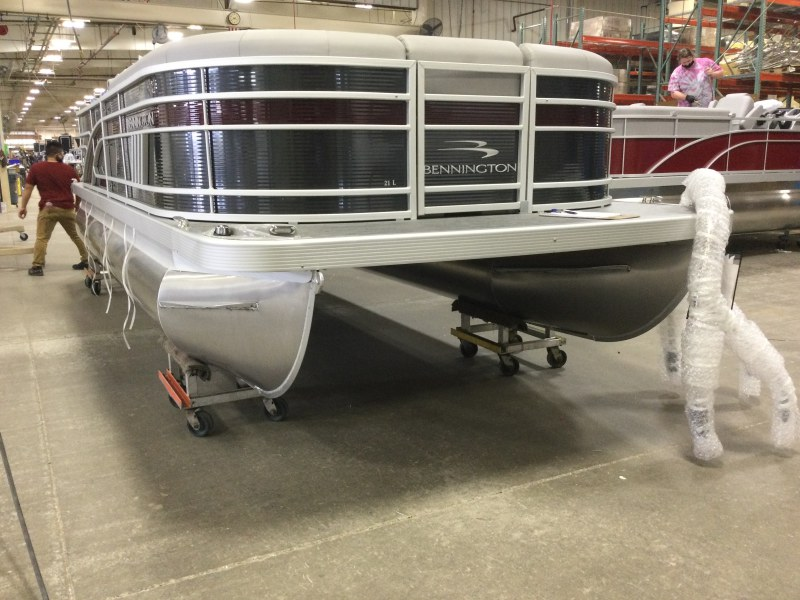 2021 Bennington boat for sale, model of the boat is 21 LL & Image # 3 of 13