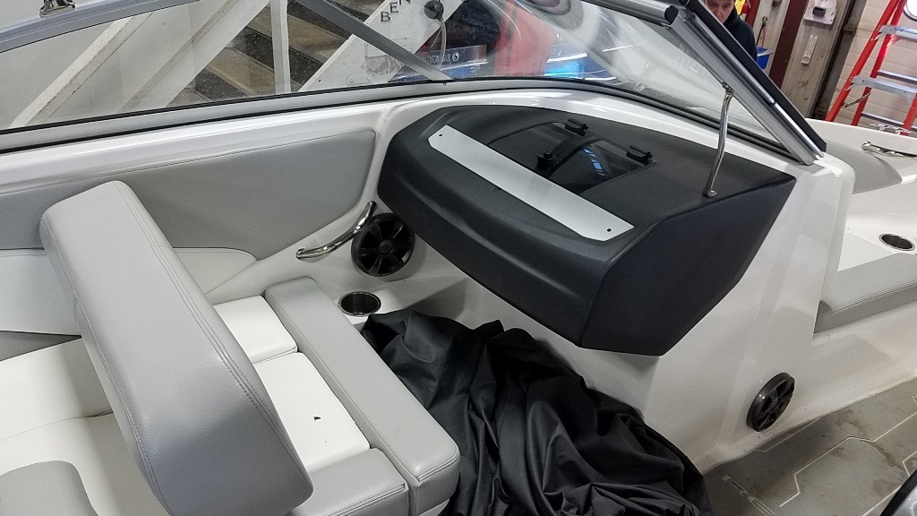 2019 Regal boat for sale, model of the boat is 1900 ES & Image # 9 of 14