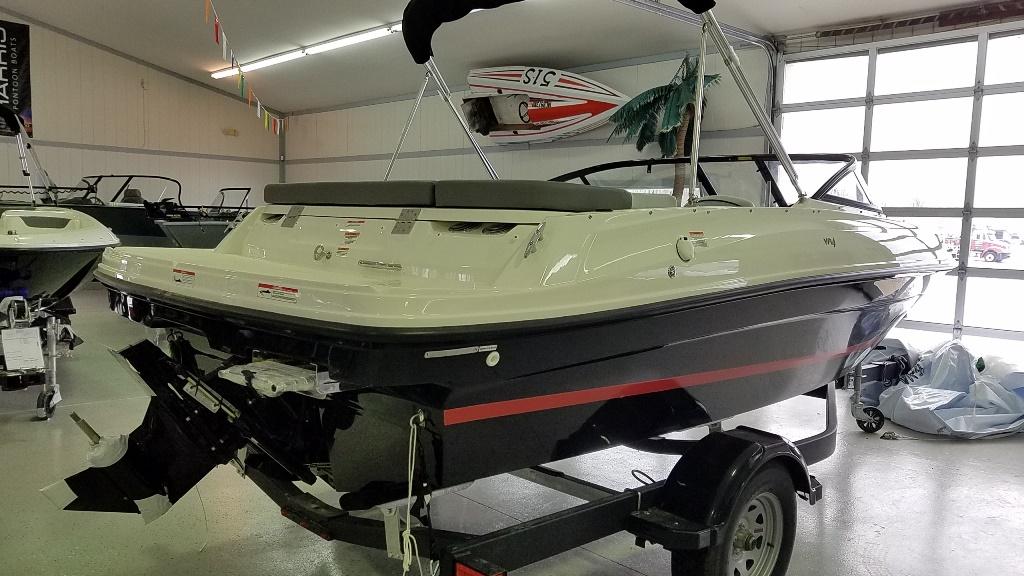 2021 Bayliner boat for sale, model of the boat is VR4 Bowrider & Image # 3 of 15