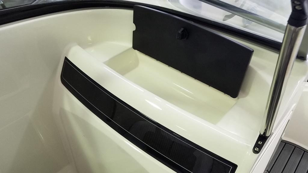 2021 Bayliner boat for sale, model of the boat is VR4 Bowrider & Image # 11 of 15