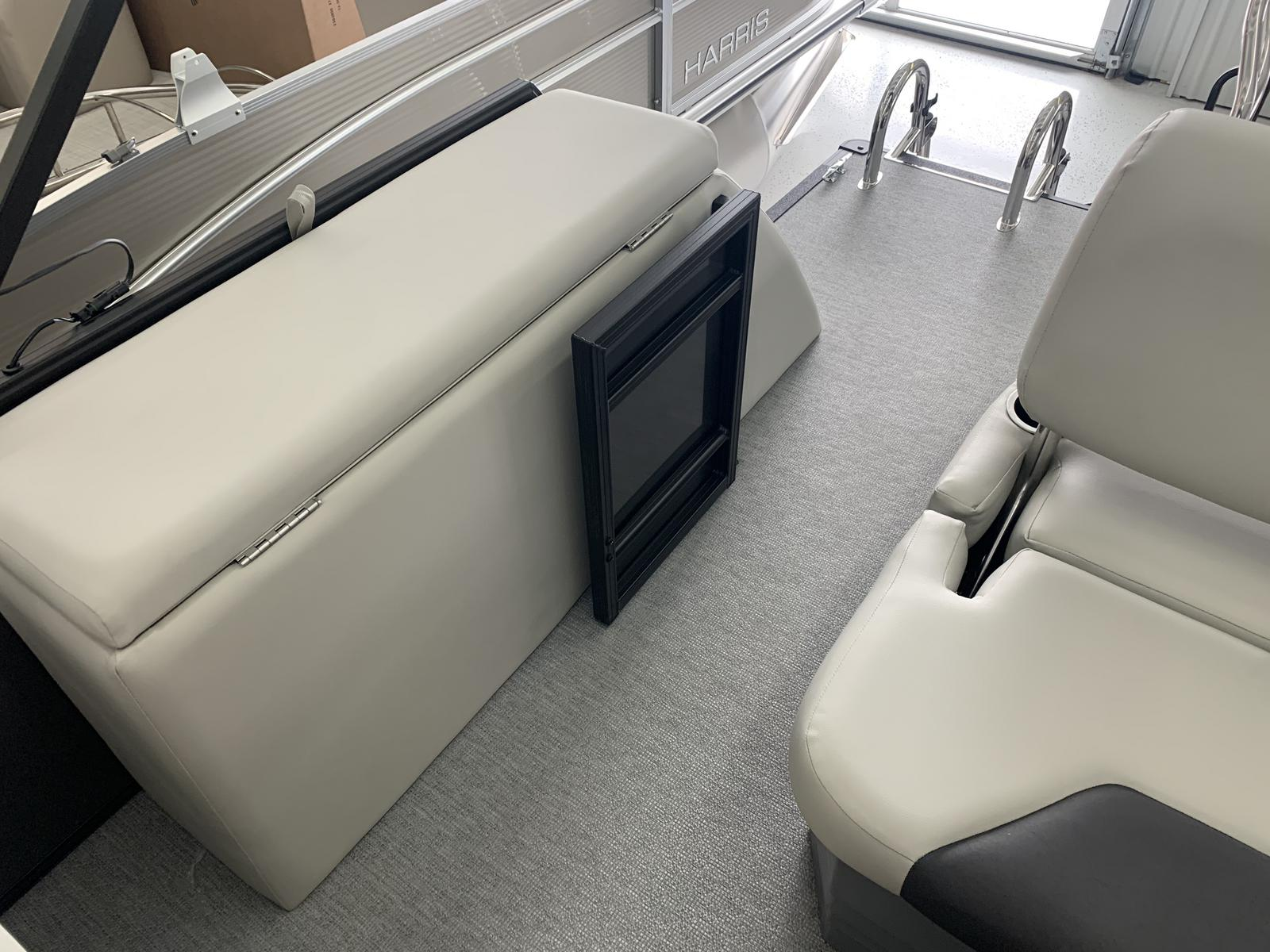 2021 SunChaser boat for sale, model of the boat is Geneva Cruise 22 SB & Image # 5 of 14