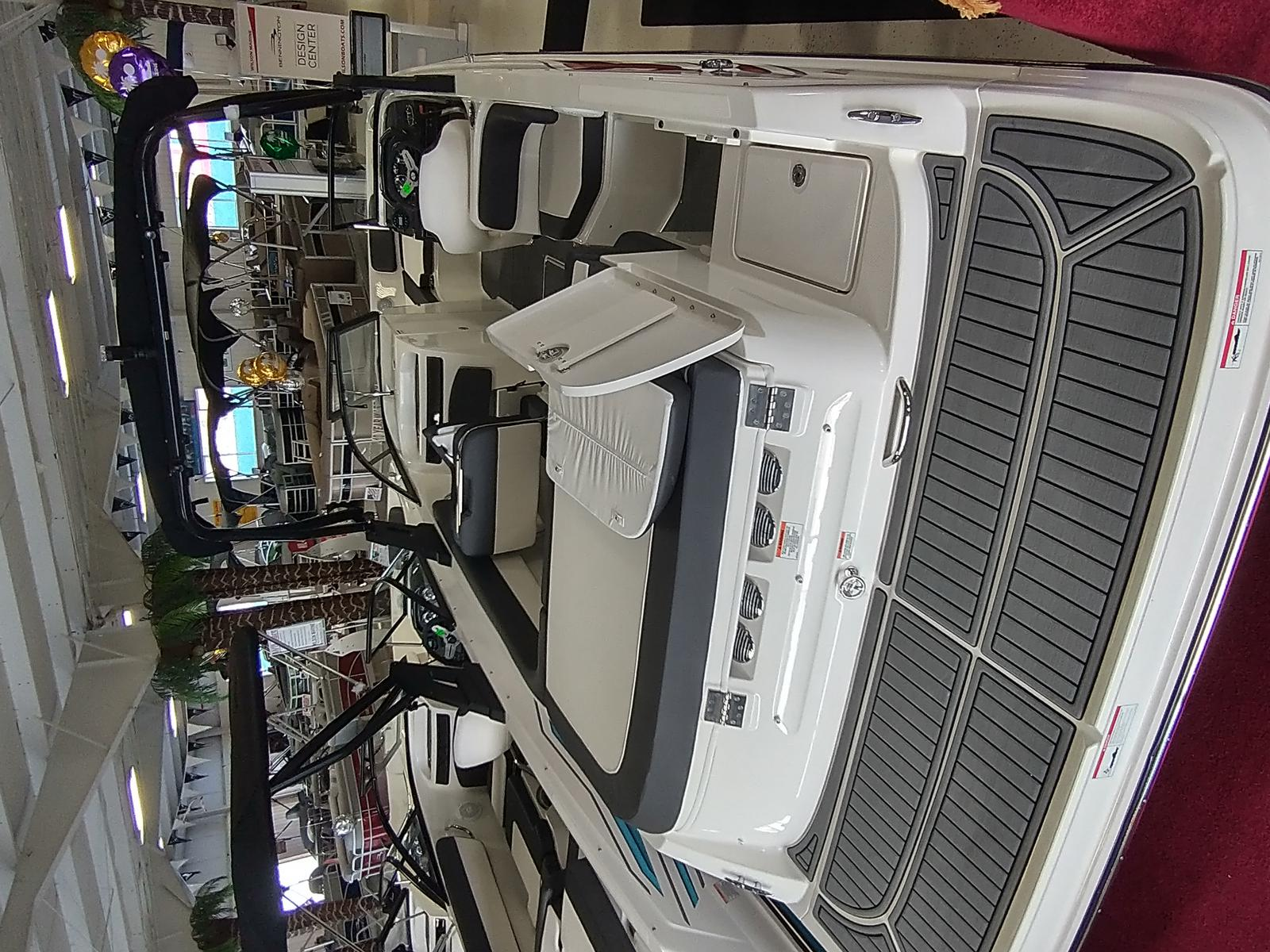 2021 Bayliner boat for sale, model of the boat is VR6 Bowrider & Image # 3 of 10