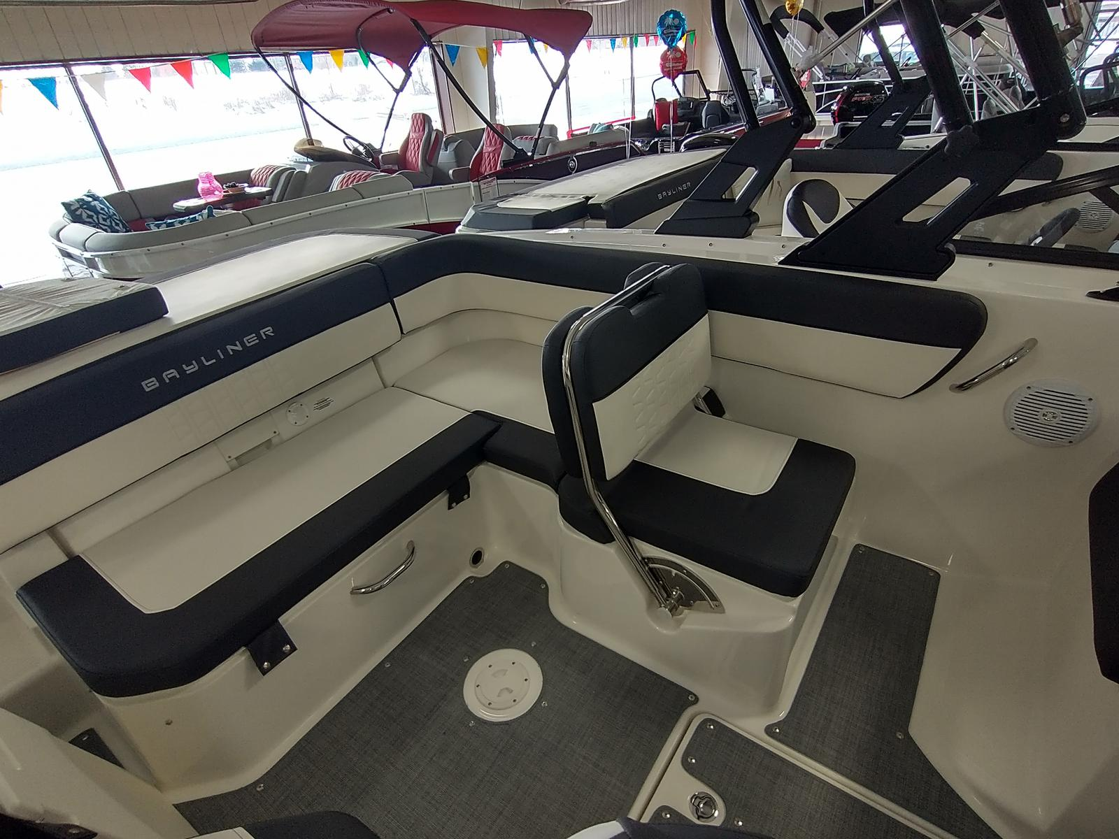 2021 Bayliner boat for sale, model of the boat is VR6 Bowrider & Image # 4 of 10