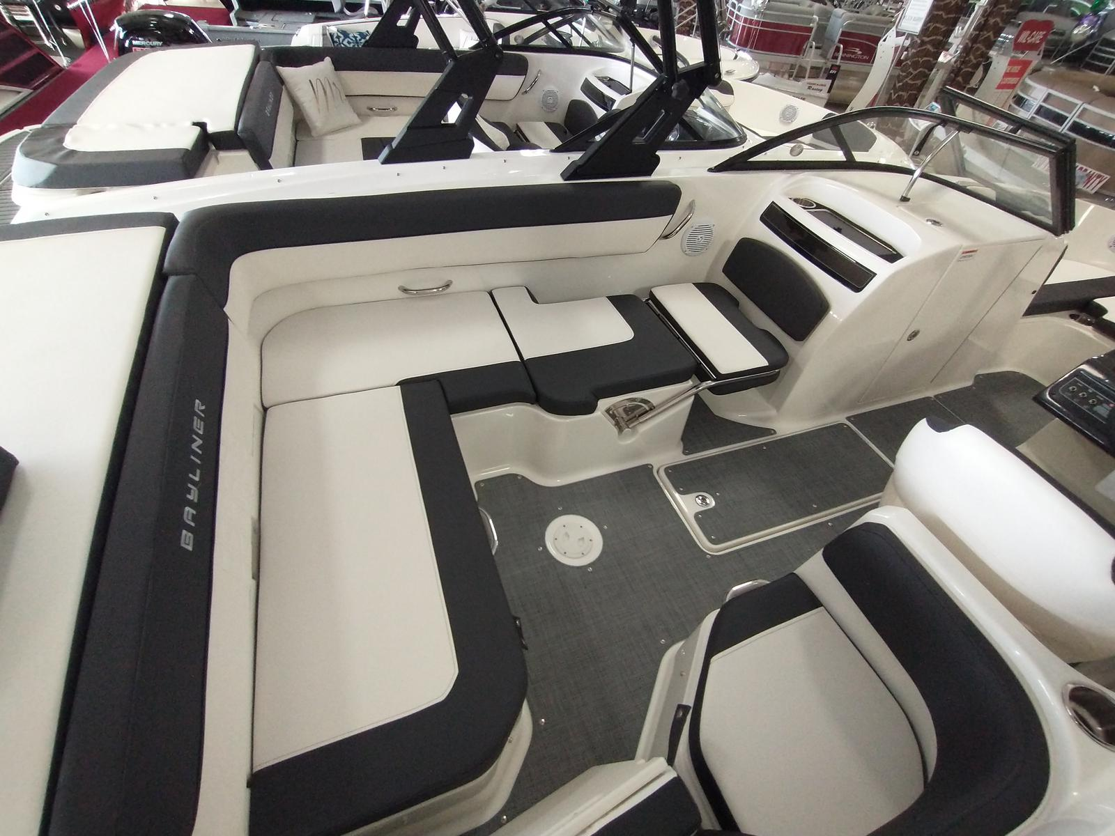 2021 Bayliner boat for sale, model of the boat is VR6 Bowrider & Image # 5 of 10