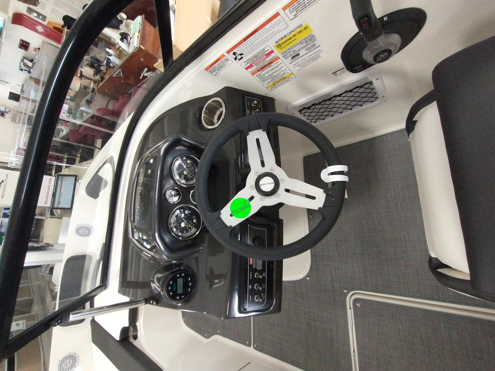 2021 Bayliner boat for sale, model of the boat is VR6 Bowrider & Image # 6 of 10