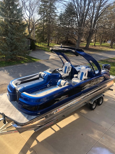 2016 Manitou boat for sale, model of the boat is 25 X-Plode SES & Image # 1 of 6