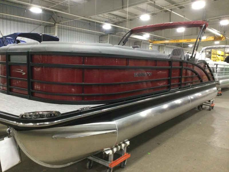 2021 Bennington boat for sale, model of the boat is 25 RSB & Image # 1 of 27