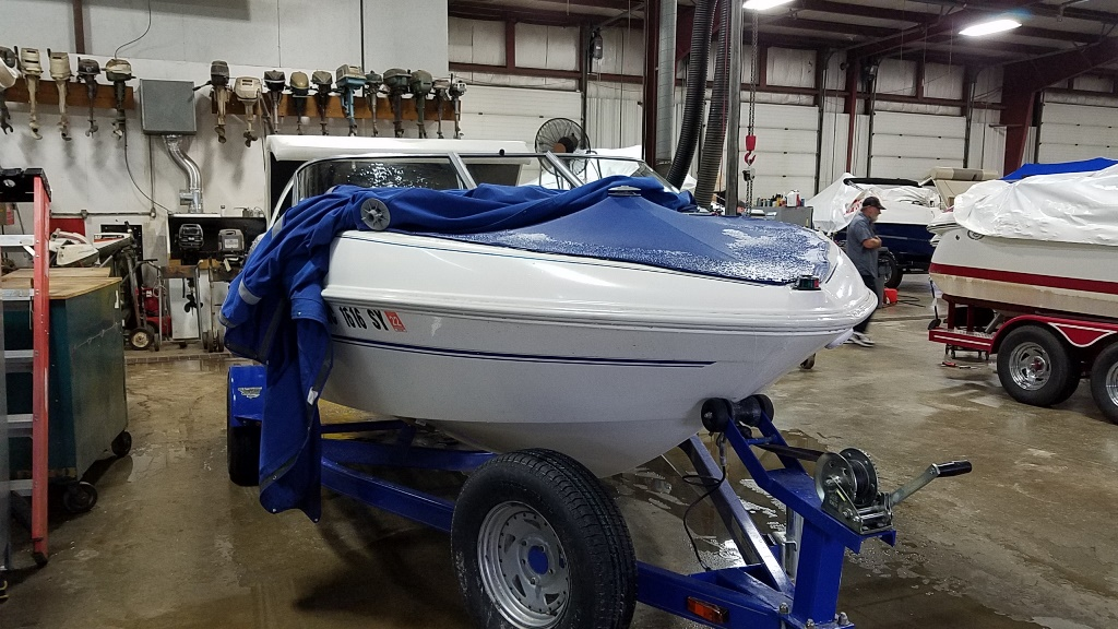 2006 Glastron boat for sale, model of the boat is MX175 & Image # 2 of 10
