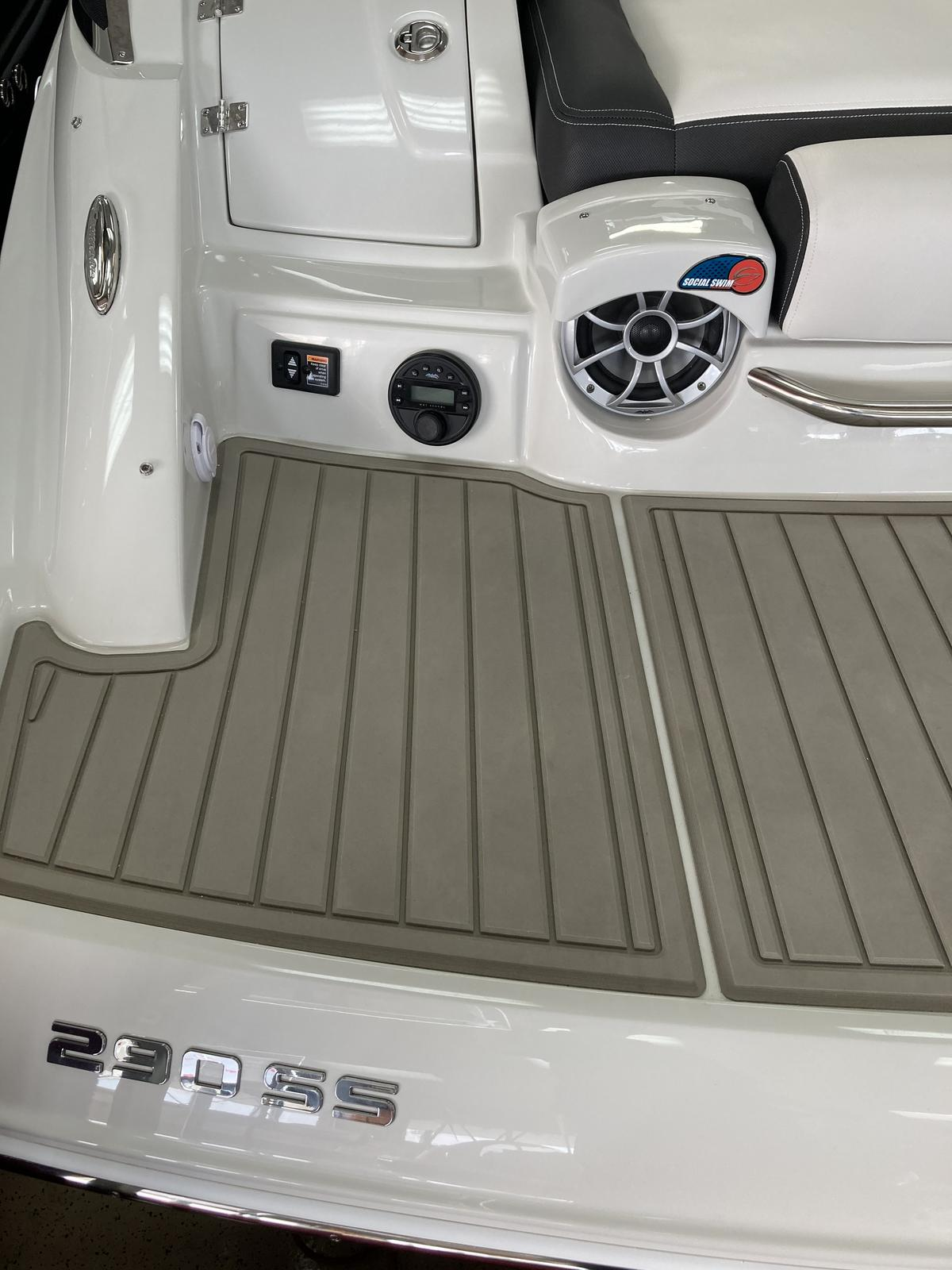2021 Crownline boat for sale, model of the boat is 290 SS & Image # 6 of 7