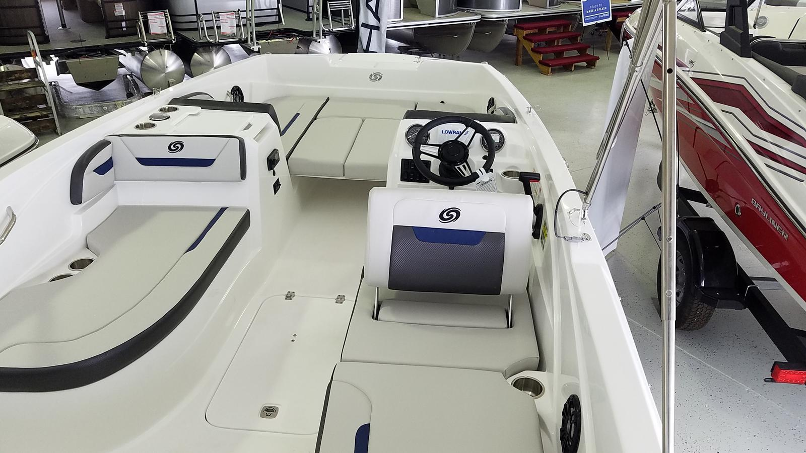 2021 Hurricane boat for sale, model of the boat is SunDeck Sport 205 OB & Image # 4 of 9