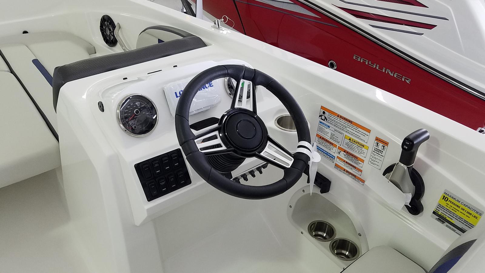 2021 Hurricane boat for sale, model of the boat is SunDeck Sport 205 OB & Image # 6 of 9