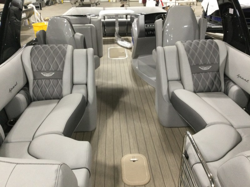 2021 Bennington boat for sale, model of the boat is 25 RXFBA DLX Fold Open SP Arch (Gas Assist) & Image # 2 of 26