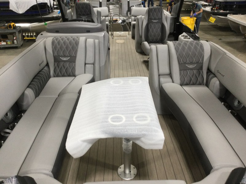 2021 Bennington boat for sale, model of the boat is 25 RXFBA DLX Fold Open SP Arch (Gas Assist) & Image # 7 of 26