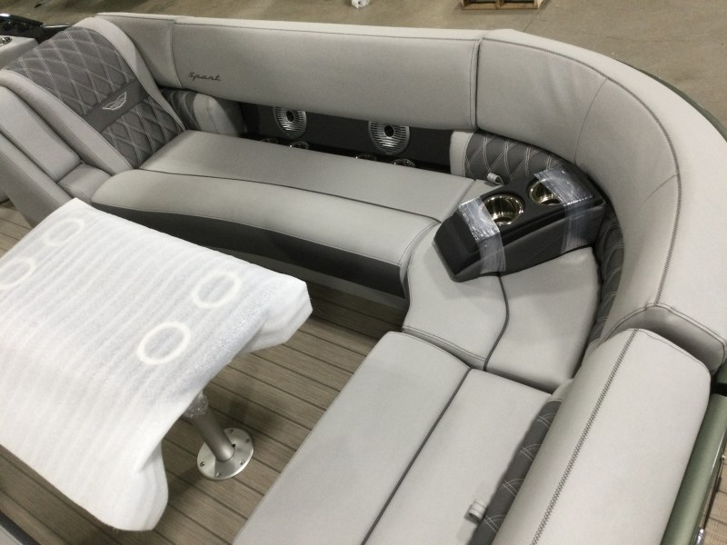 2021 Bennington boat for sale, model of the boat is 25 RXFBA DLX Fold Open SP Arch (Gas Assist) & Image # 8 of 26
