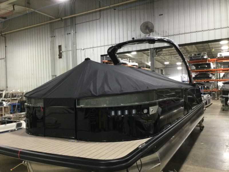 2021 Bennington boat for sale, model of the boat is 25 RXFBA DLX Fold Open SP Arch (Gas Assist) & Image # 11 of 26