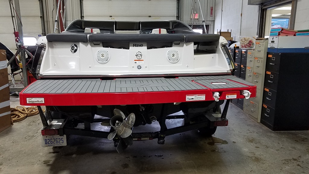 2012 Four Winns boat for sale, model of the boat is 210SS Horizon & Image # 2 of 14