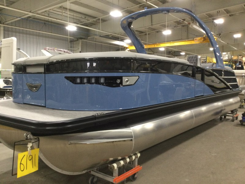 2021 Bennington boat for sale, model of the boat is 25 RXFBA DLX Fold Open SP Arch (Gas Assist) & Image # 1 of 25