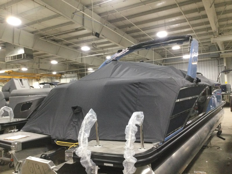 2021 Bennington boat for sale, model of the boat is 25 RXFBA DLX Fold Open SP Arch (Gas Assist) & Image # 6 of 25
