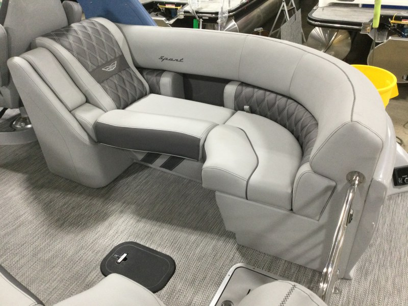 2021 Bennington boat for sale, model of the boat is 25 RXFBA DLX Fold Open SP Arch (Gas Assist) & Image # 9 of 25
