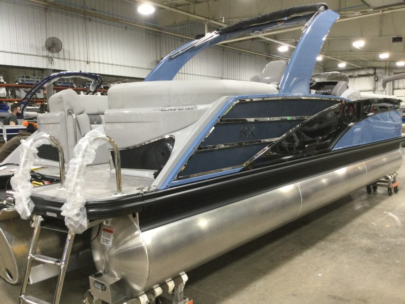 2021 Bennington boat for sale, model of the boat is 25 RXFBA DLX Fold Open SP Arch (Gas Assist) & Image # 13 of 25