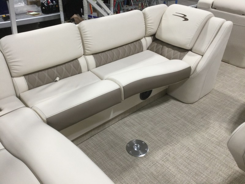 2021 Bennington boat for sale, model of the boat is 25 RSB & Image # 5 of 28