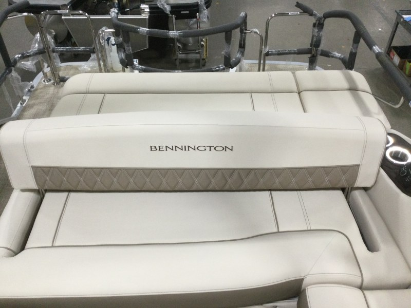 2021 Bennington boat for sale, model of the boat is 25 RSB & Image # 10 of 28