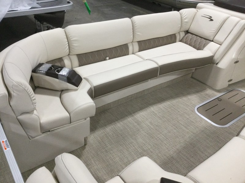 2021 Bennington boat for sale, model of the boat is 25 RSB & Image # 12 of 28