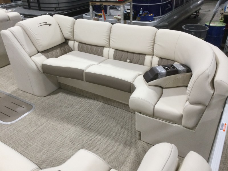 2021 Bennington boat for sale, model of the boat is 25 RSB & Image # 13 of 28