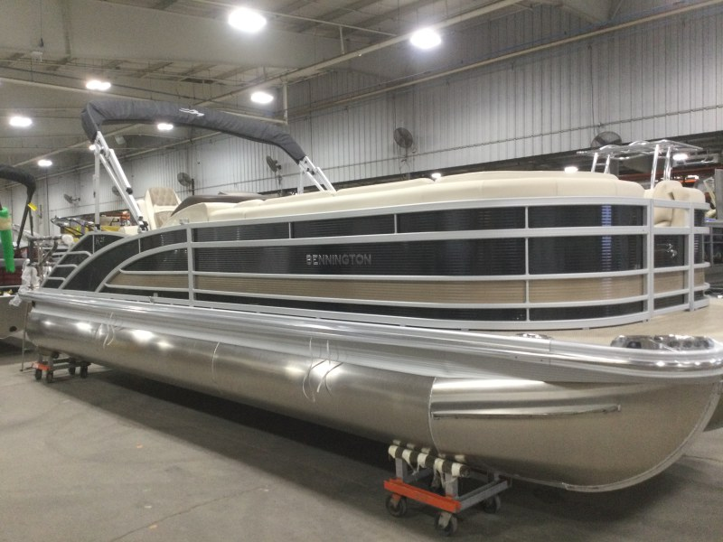 2021 Bennington boat for sale, model of the boat is 25 RSB & Image # 1 of 28