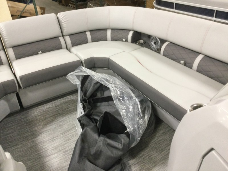 2021 Bennington boat for sale, model of the boat is 21 LSB & Image # 4 of 9