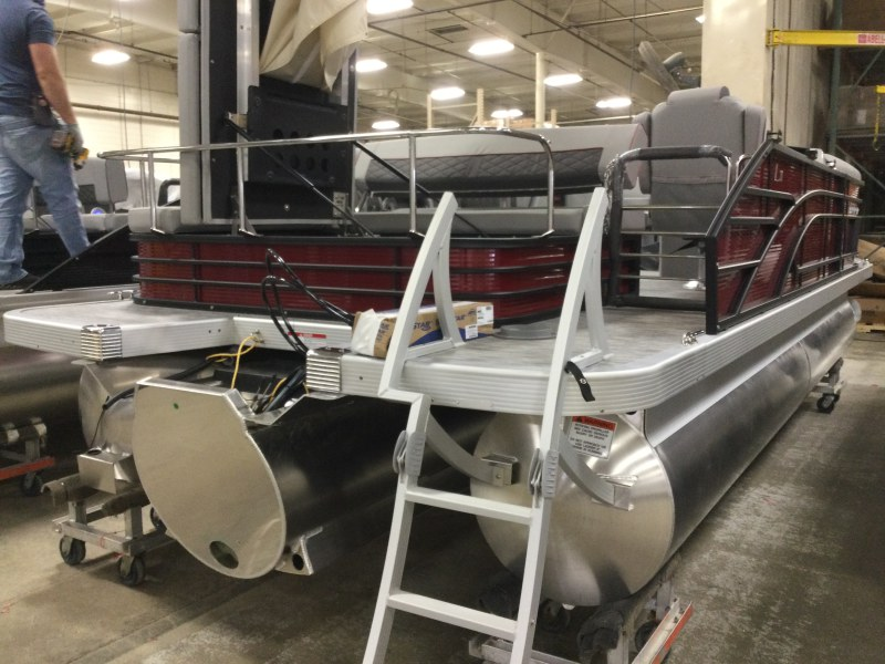 2021 Bennington boat for sale, model of the boat is 21 LSB & Image # 5 of 9