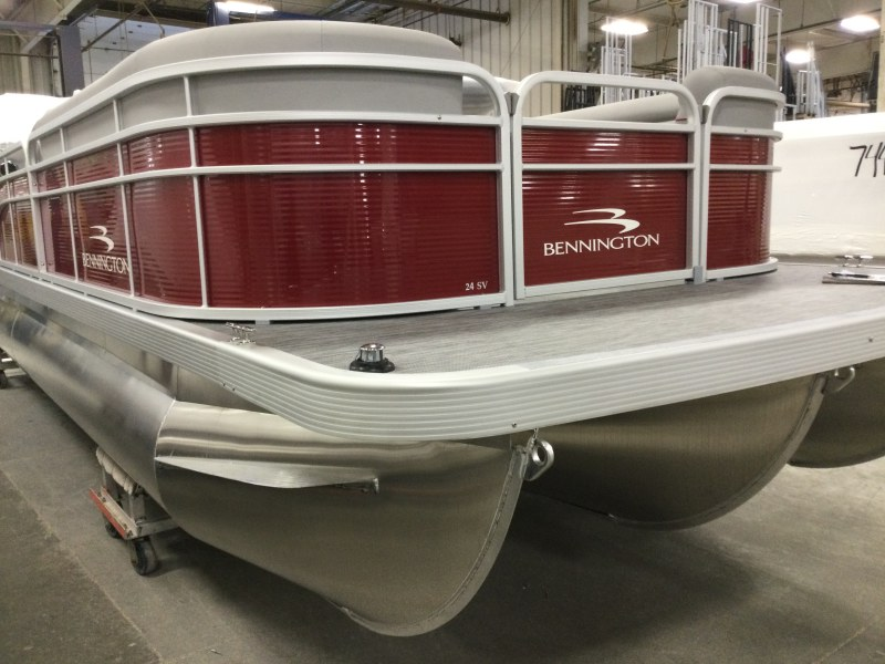 2021 Bennington boat for sale, model of the boat is 24 SVSR & Image # 1 of 19