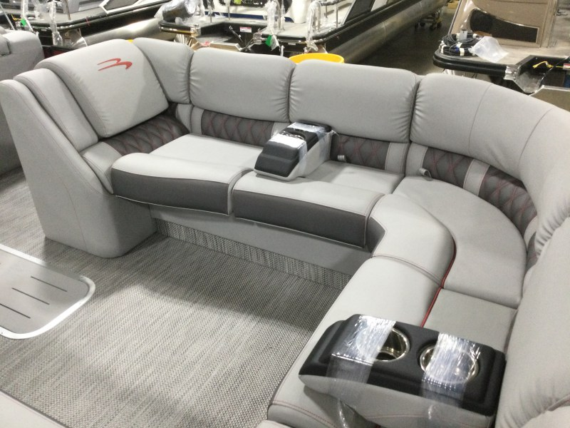 2021 Bennington boat for sale, model of the boat is 25 RSB & Image # 13 of 29