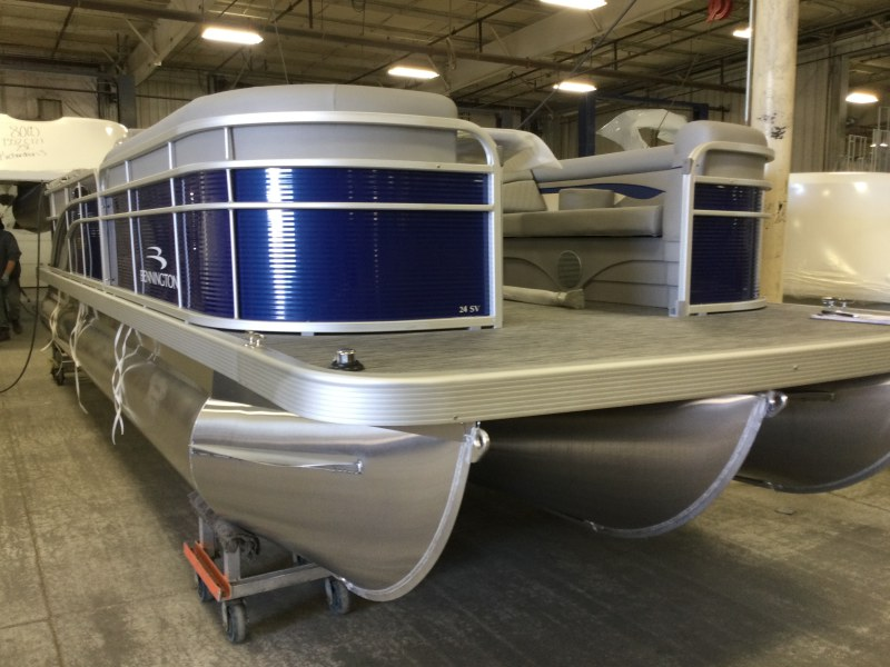 2021 Bennington boat for sale, model of the boat is 24 SVSR & Image # 2 of 24