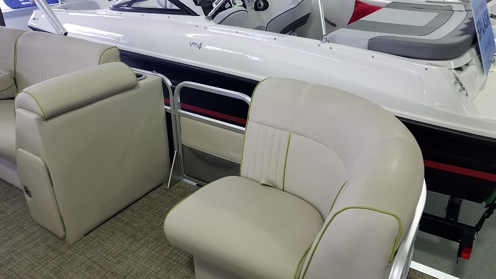 2016 Apex Pontoons boat for sale, model of the boat is Qwest LS 818 Splash Pad & Image # 3 of 11