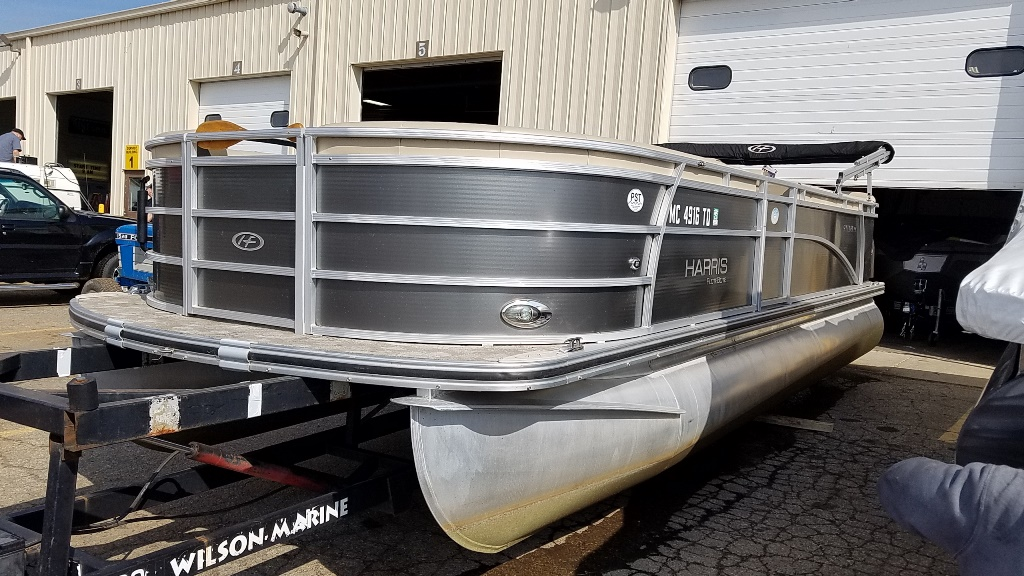 2013 Harris boat for sale, model of the boat is Sunliner 220 & Image # 2 of 14