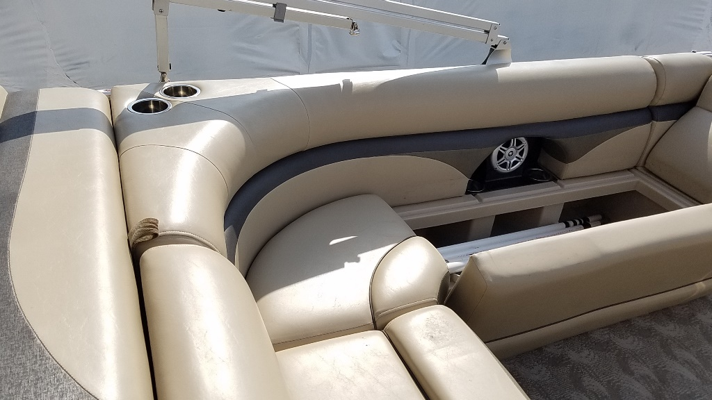 2013 Harris boat for sale, model of the boat is Sunliner 220 & Image # 4 of 14