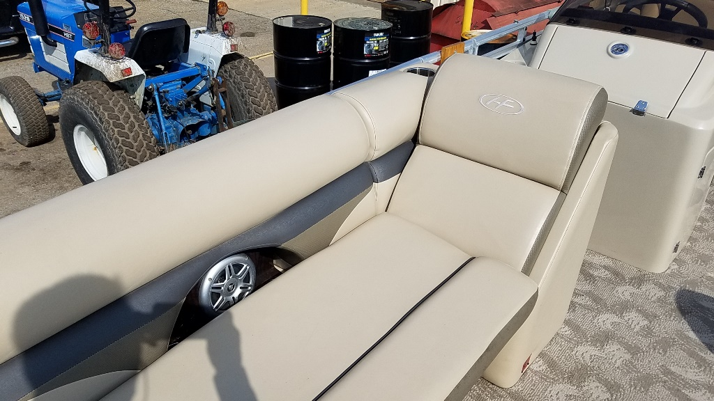 2013 Harris boat for sale, model of the boat is Sunliner 220 & Image # 8 of 14