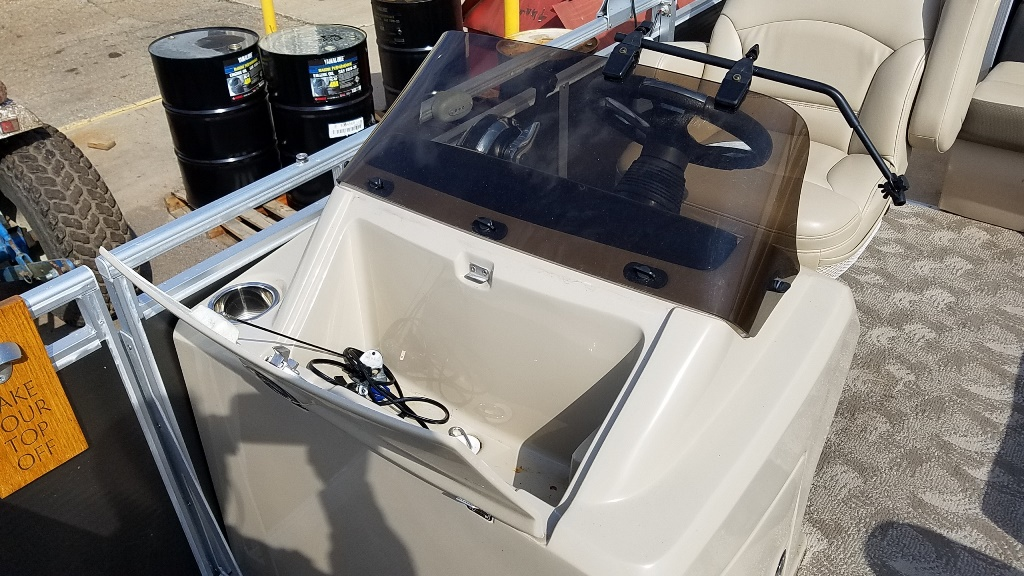 2013 Harris boat for sale, model of the boat is Sunliner 220 & Image # 10 of 14